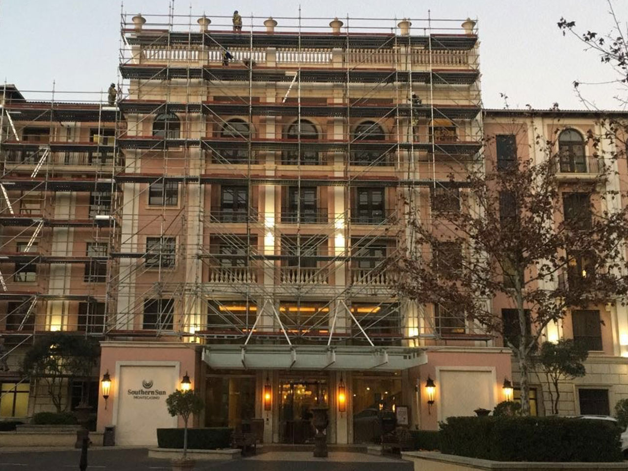 Scaffolding erection at The Southern Sun, Monte Casino